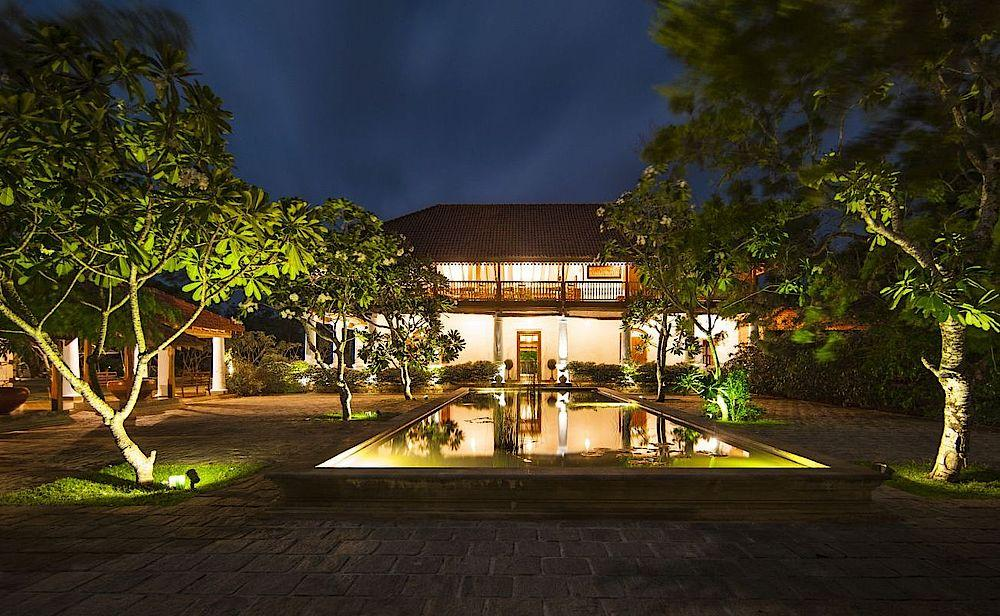 Mainbuilding by night, Ulagalla Resort Anuradhapura, Sri Lanka Reise