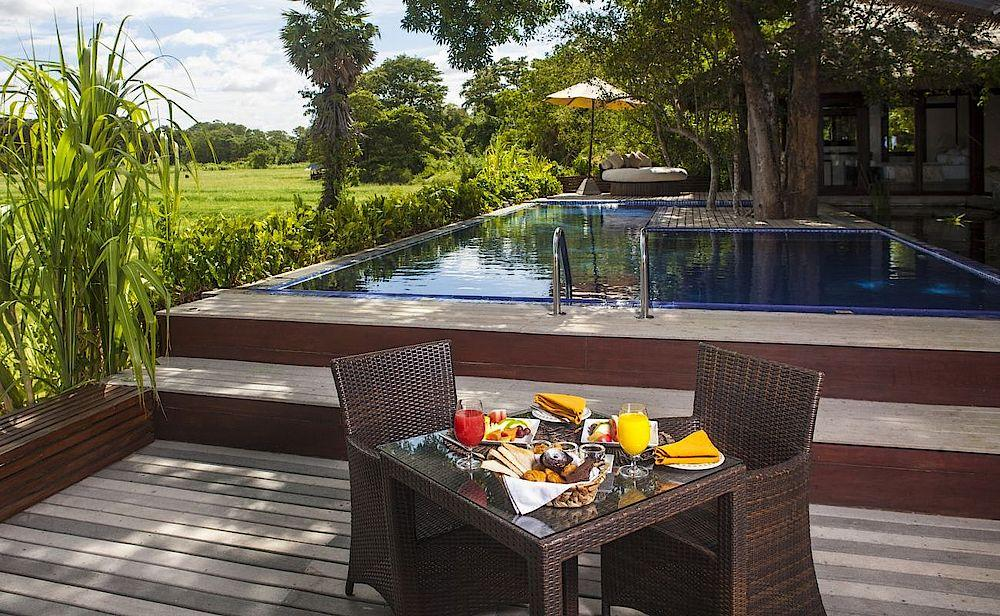 Breakfast by the Pool, Ulagalla Resort Anuradhapura, Sri Lanka Reise